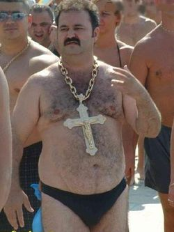 Fat-guy-gold chain cross